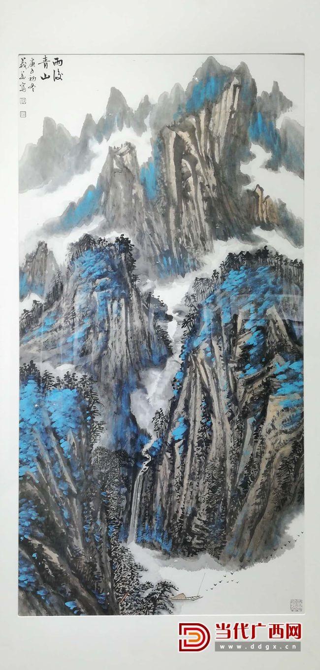 陶义美老师参展的《雨后青山》作品。记者陈黎明摄.jpg