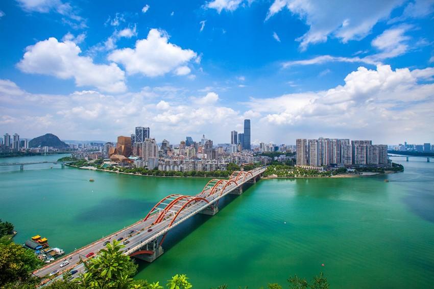柳州市地表水考核断面水环境质量排名全国第一。 自治区生态环境厅供图_副本.jpg