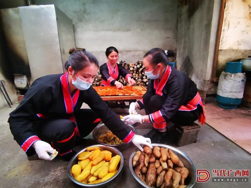 传统手工红薯干制作。记者 钟春云 摄_副本.jpg