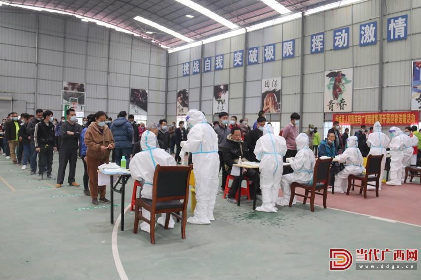 新柳南高速3标联系医务人员为417名项目员工及劳务人员进行核酸检测_副本.jpg