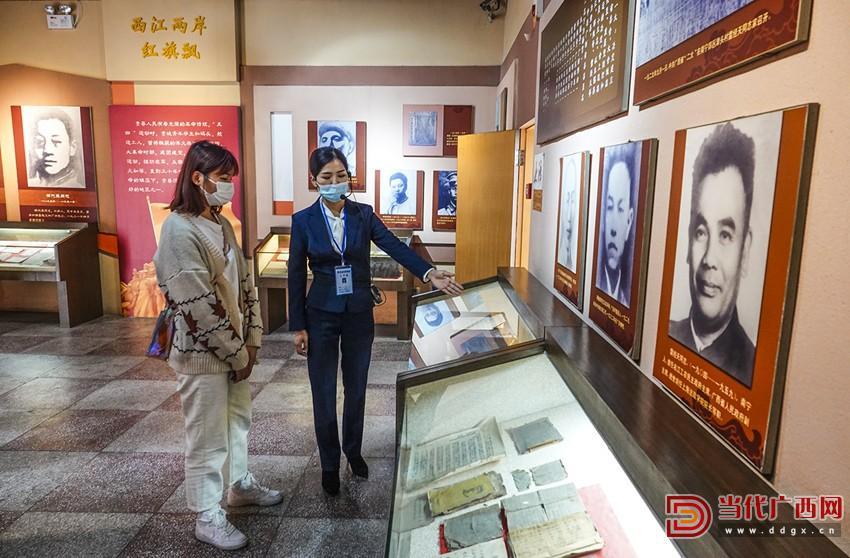 返乡大学生在中共广西省第一次代表大会旧址参观。刘峥摄_副本.jpg