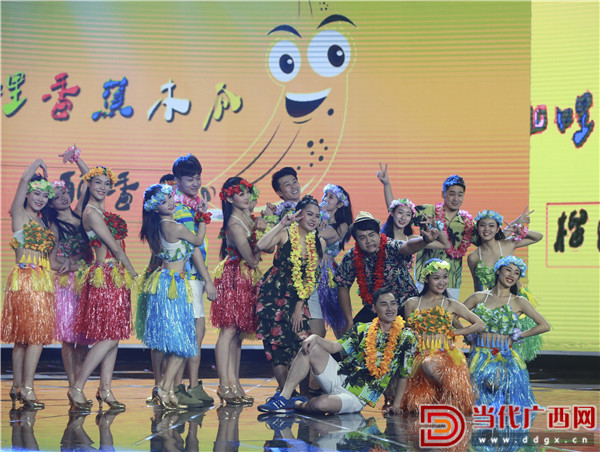 泰国演员饰演歌伴舞《咖喱咖喱》。 记者 刘峥 摄.jpg